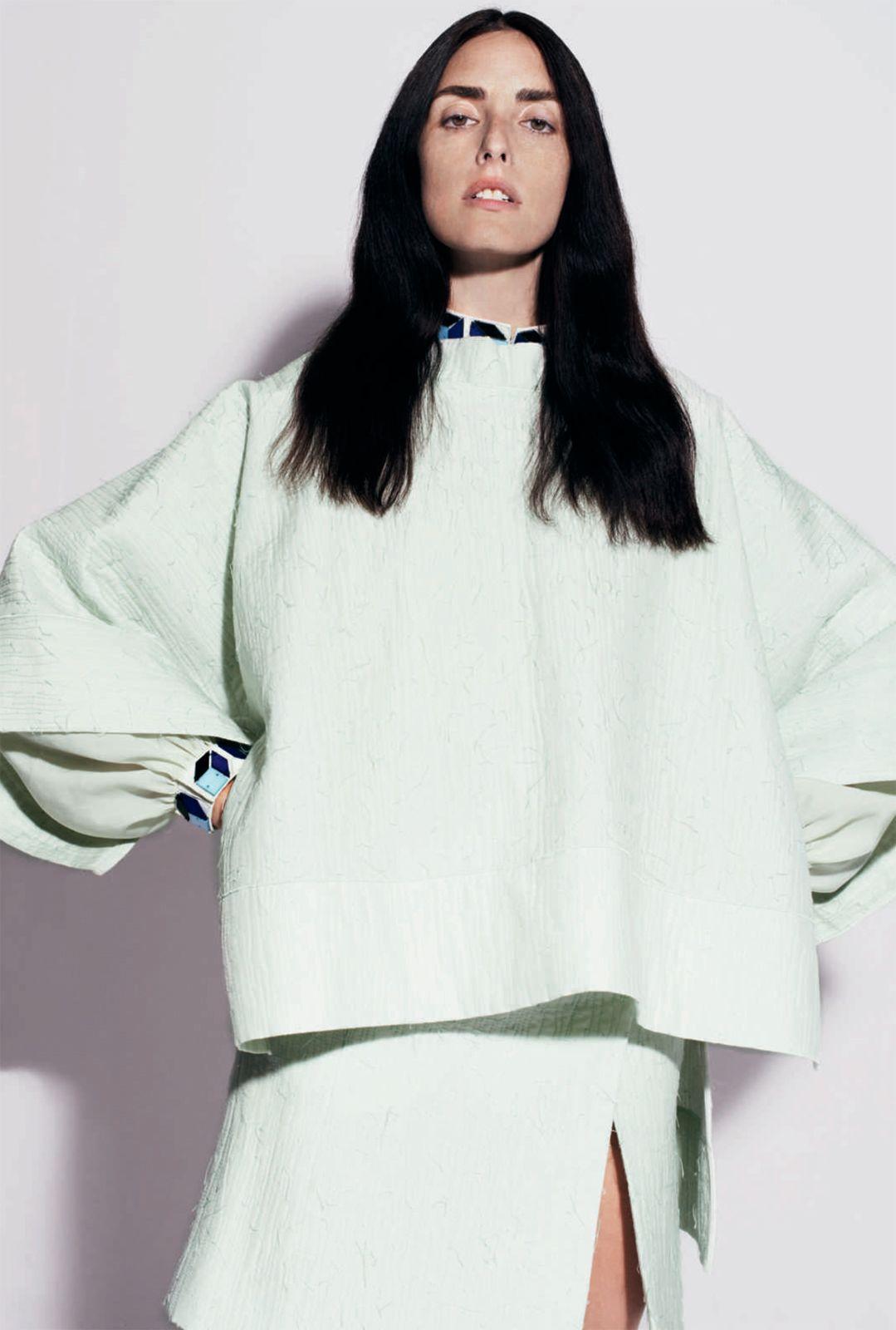 Modele lookbook – Broderies Sonia Rykiel – Perles effet 3D detail col et poignet – Printemps ete 2013 – 1