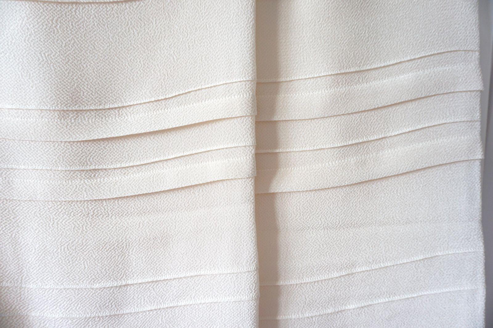 Essais atelier – Details de plis – Robe en crepe de soie ecru – Alice C – 1