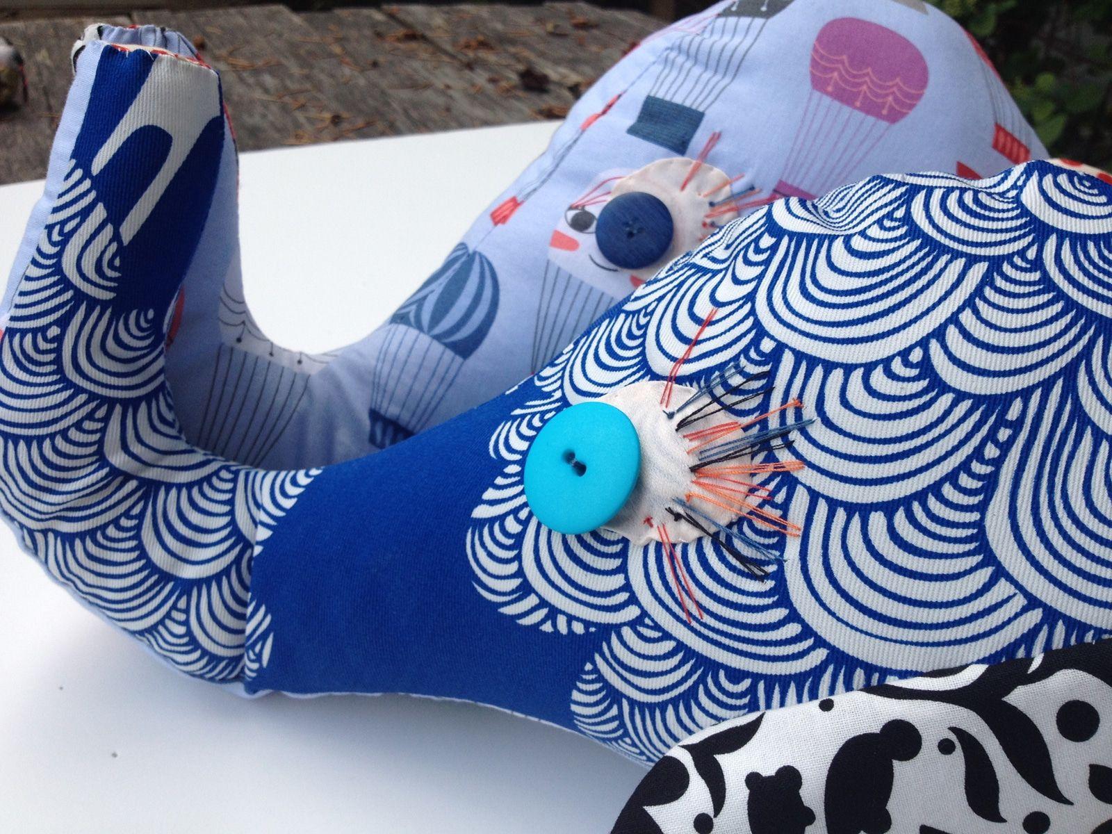 Elephant – Maya – Tissus imprimes et boutons colores – Jouets enfants – 2