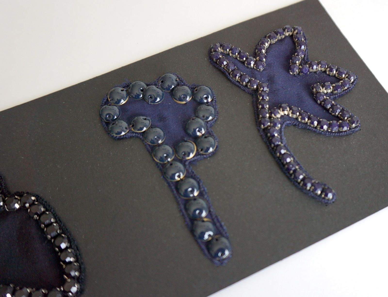 Essai brodeur – Broderies Sonia Rykiel – Fleurs contour perles  – Prefall 2013