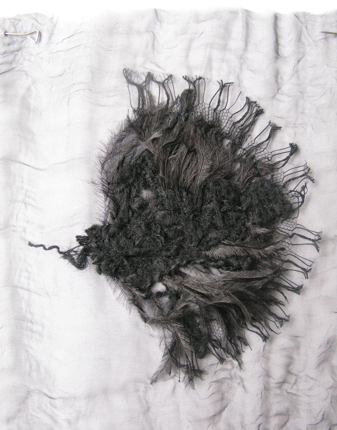 Essai studio – Broderies Louis Vuitton – Application plume dentelle et lainage – Automne-hiver 2010-11