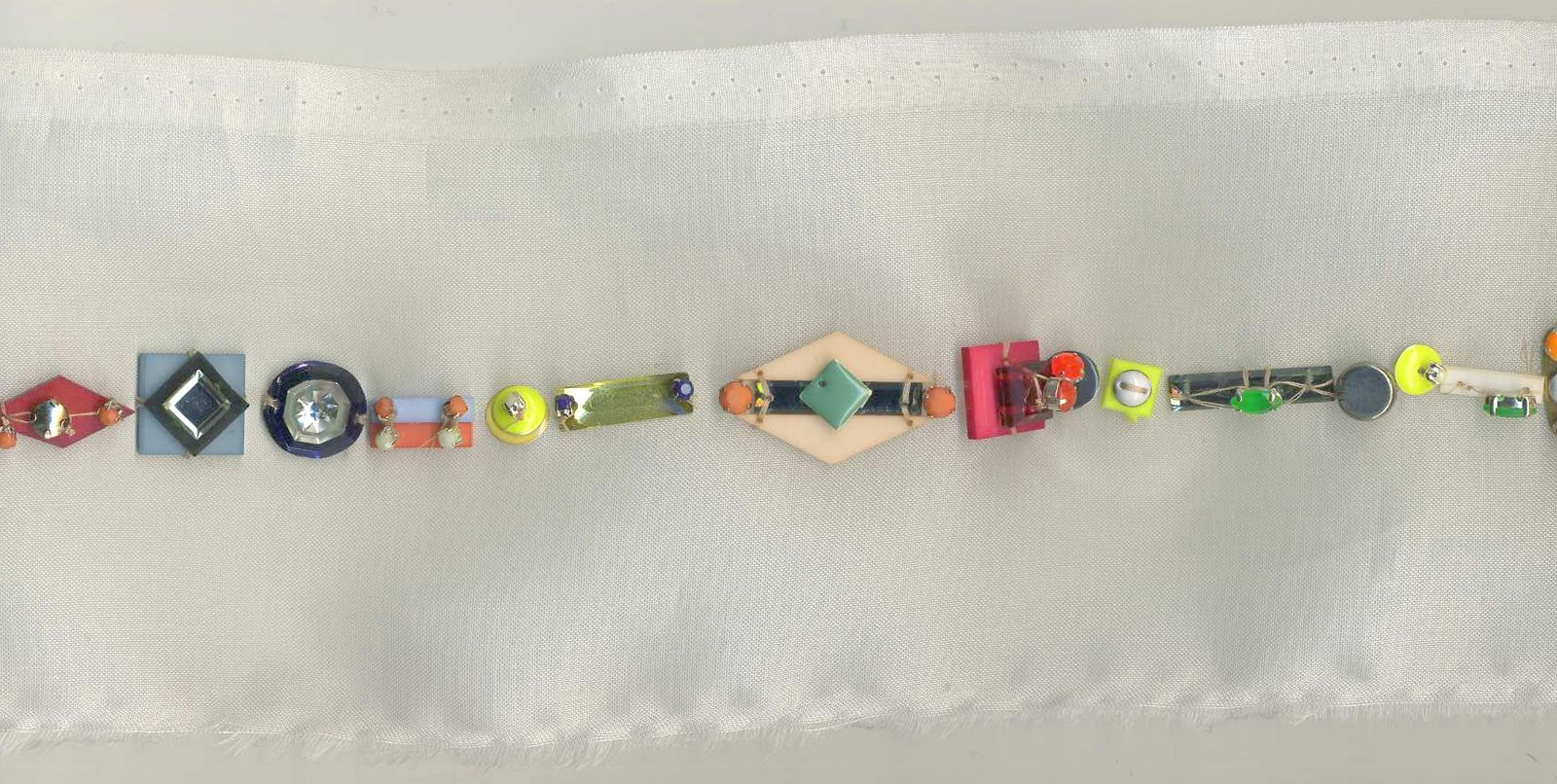 Essai studio – Broderies Sonia Rykiel – Ligne de perles geometriques  – Prefall 2013