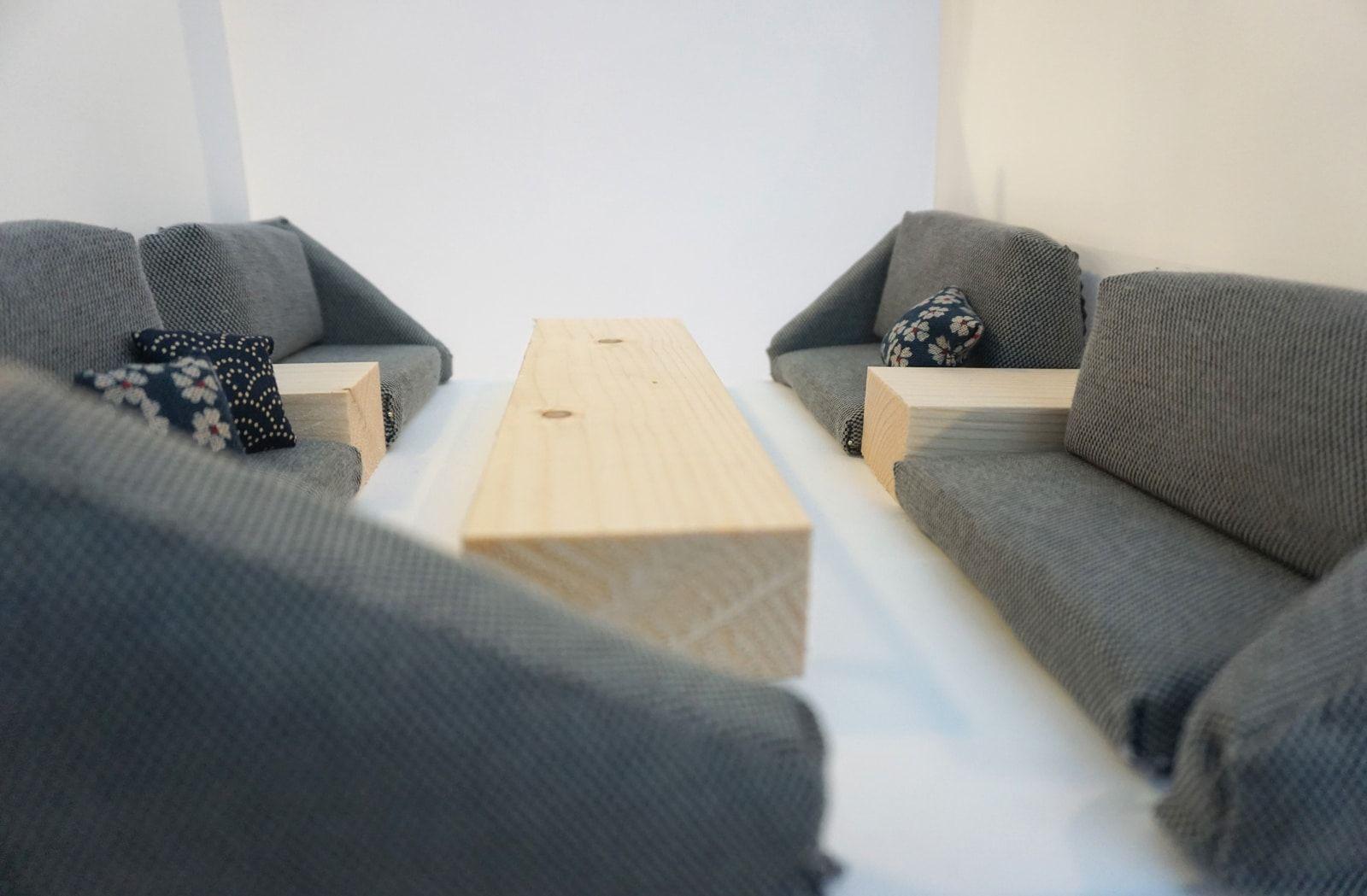 Maquette banquette basse miniature – Amenagement tapisserie Hana Bento – Mezzanine rue de Paradis