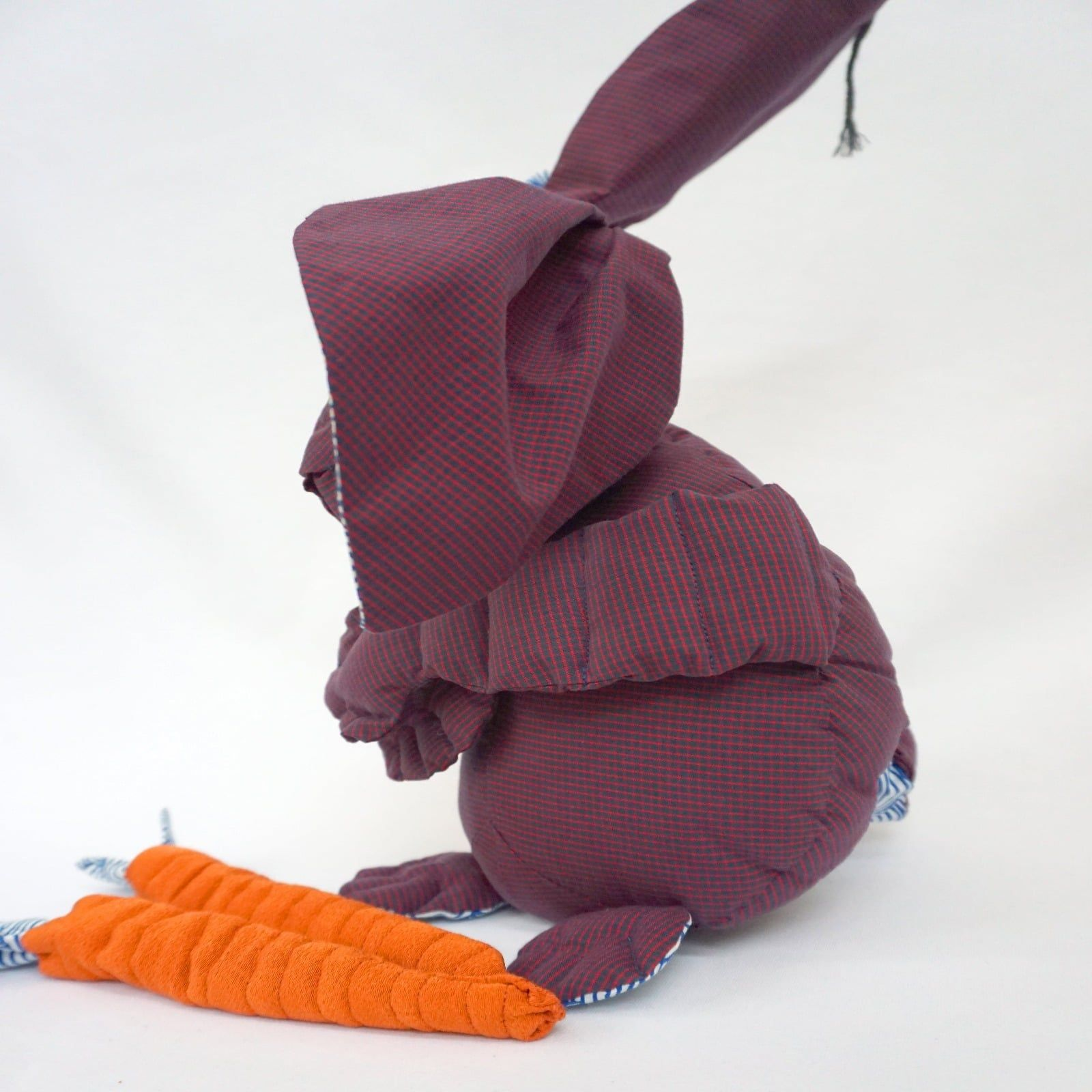 Lapin – Joan – Tissus imprimes et carottes en crepe de soie – Jouets enfants – 2