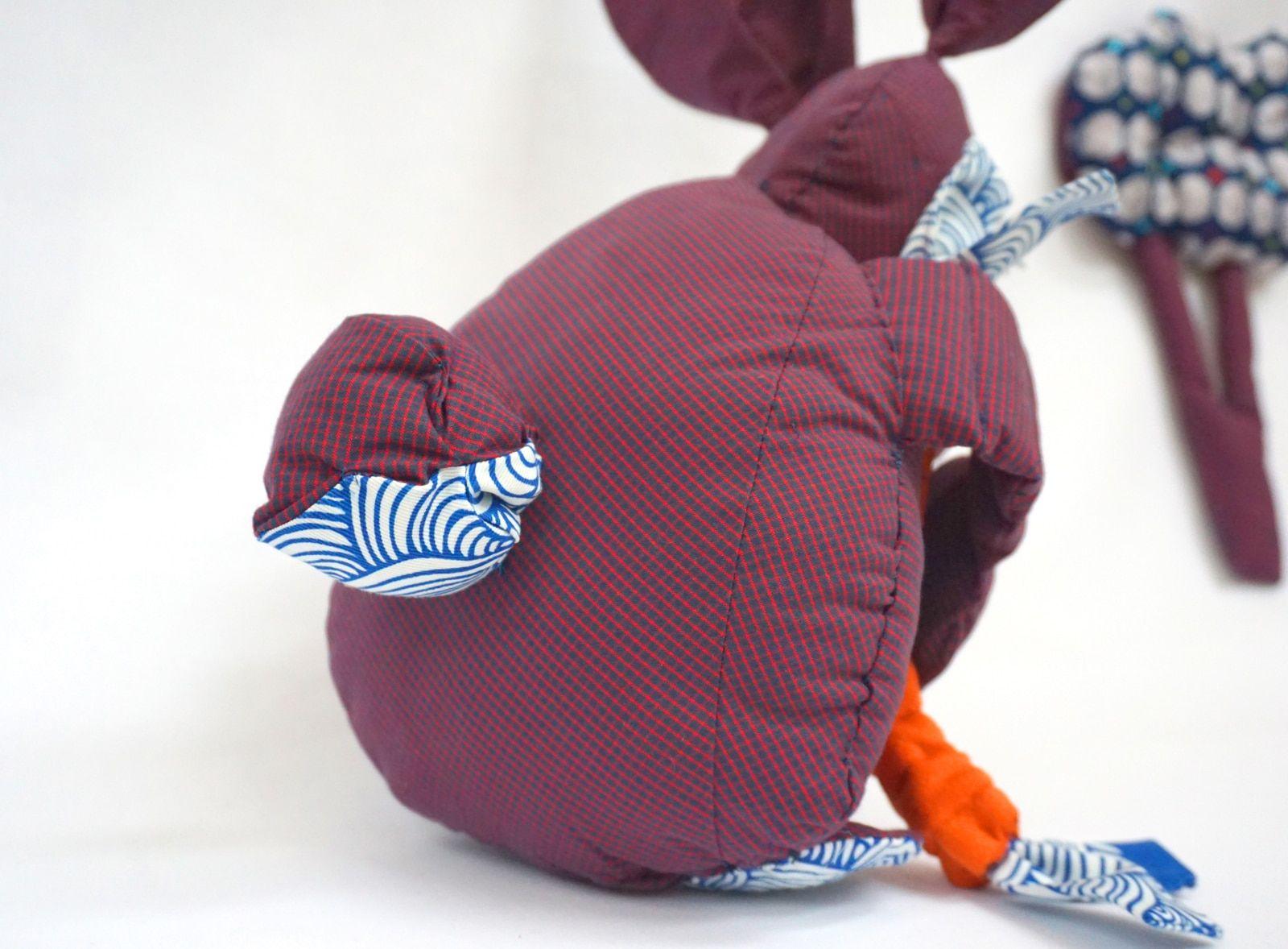 Lapin – Joan – Tissus imprimes et carottes en crepe de soie – Jouets enfants – 1
