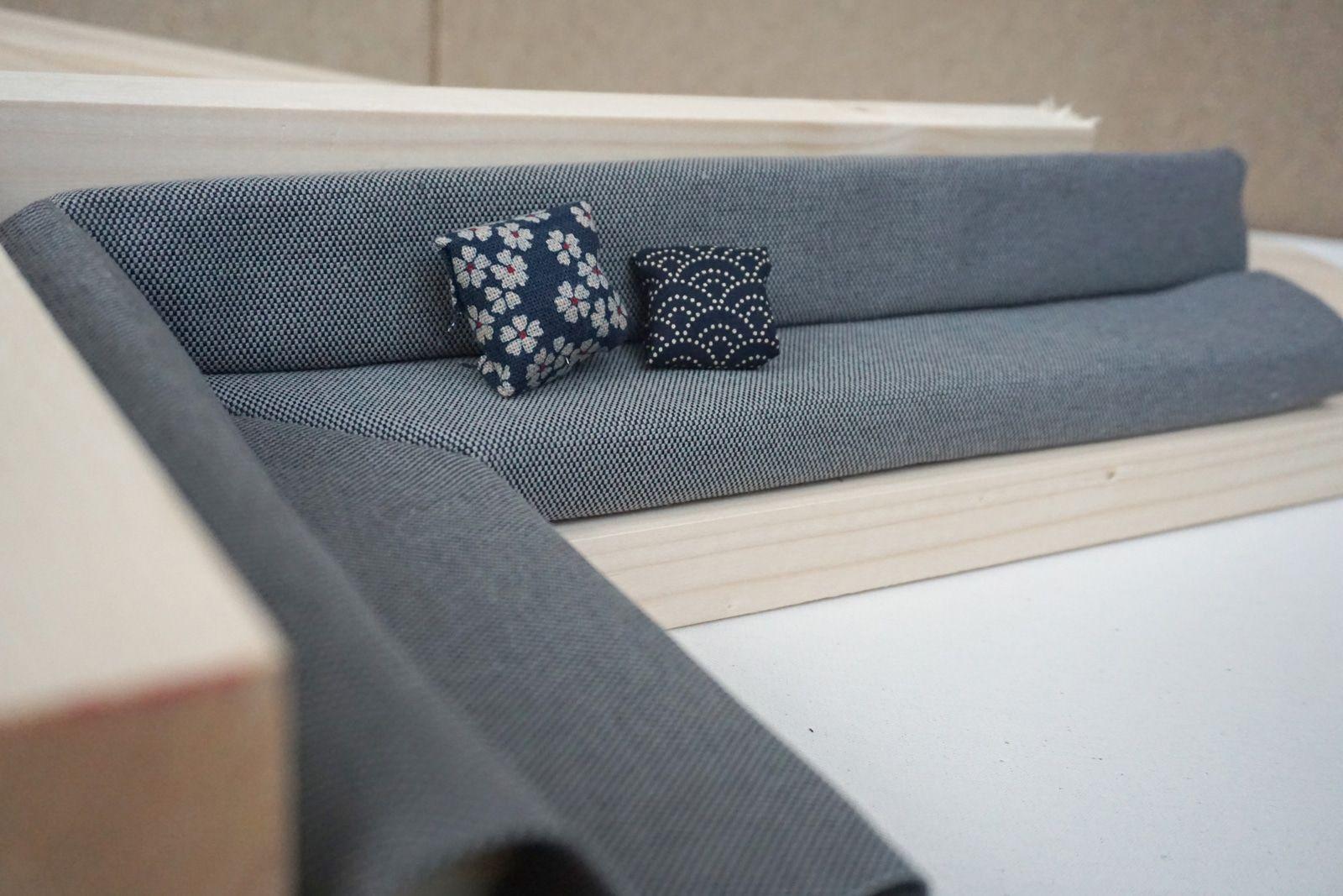 Maquette banquette angle miniature – Amenagement tapisserie Hana Bento