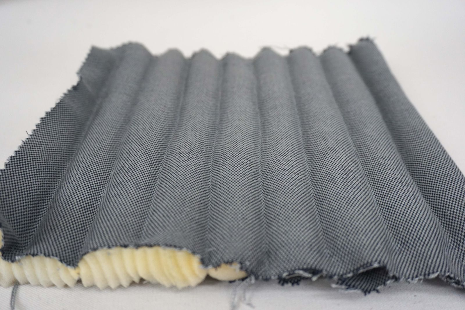 Detail maquette de mousse surpiquee – Tubes – Tissu coton gris acier – 1