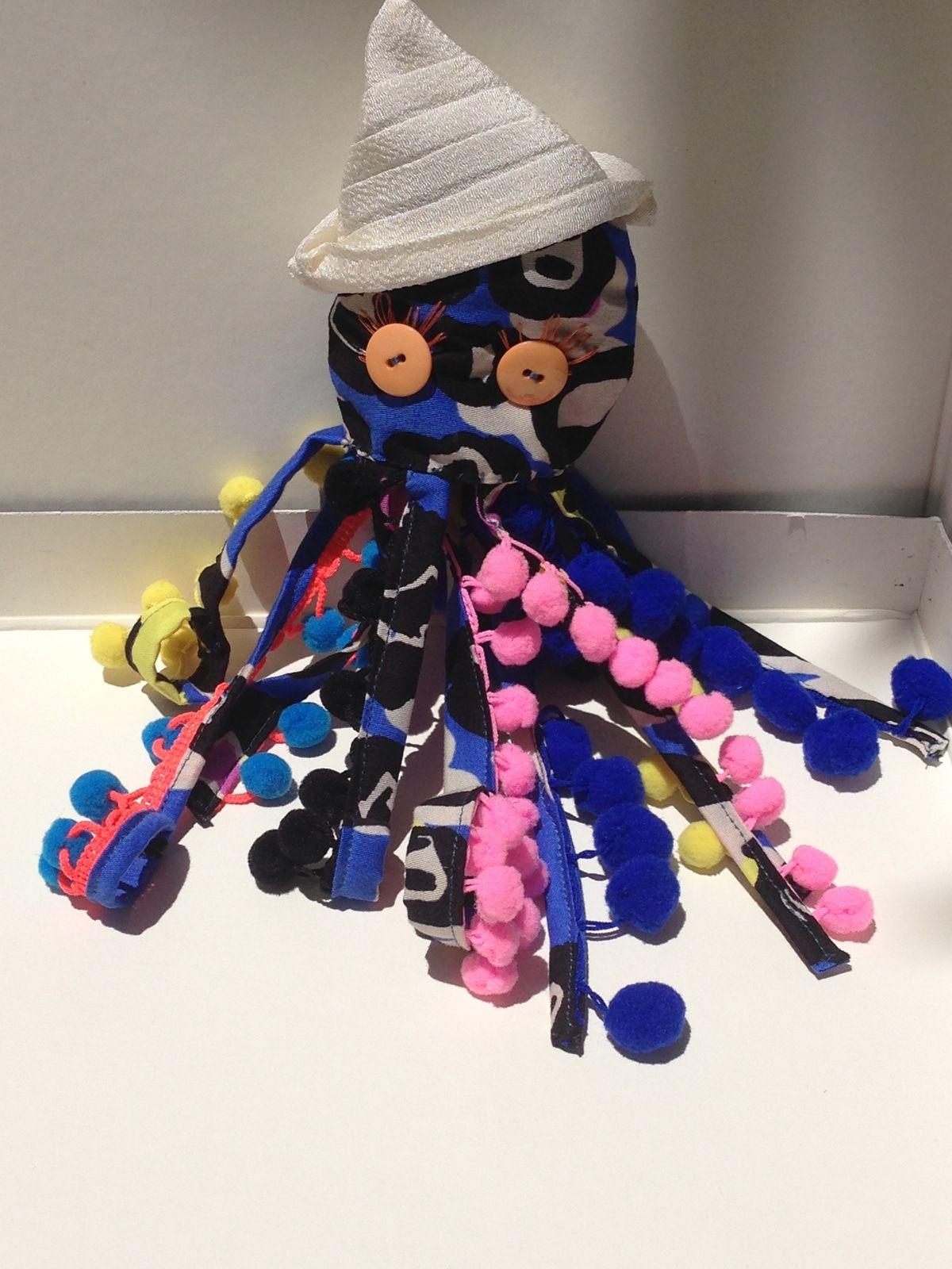 Pieuvre – Lulu – Tissus imprimes et boutons colores – Jouets enfants