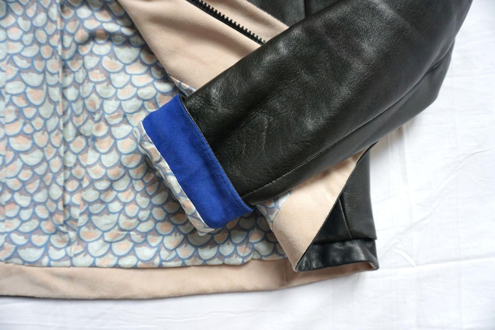 Realisation patronnage - toile - modele final - Sur-mesure - Veste en cuir d agneau napa - Femme - Noire - Doublure imprimee - Detail de montage du poignet