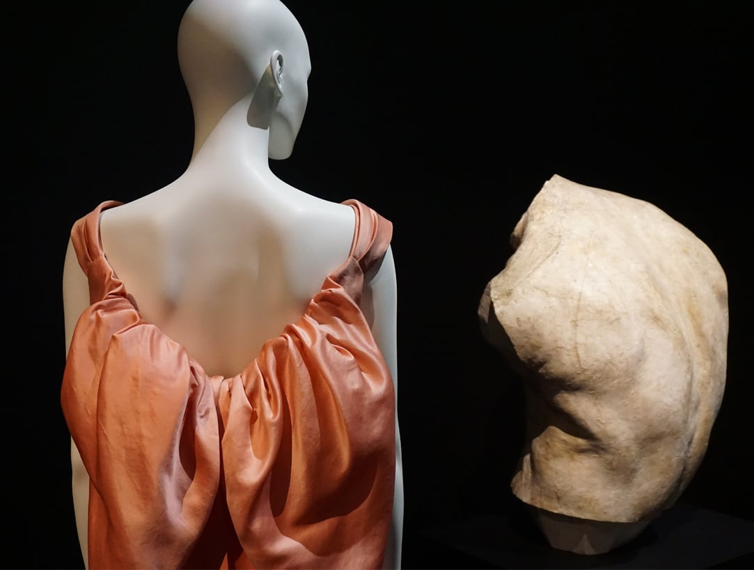 Exposition_Back-side-Dos-a-la-mode_Musee-Galliera-Musee-Bourdelle_2