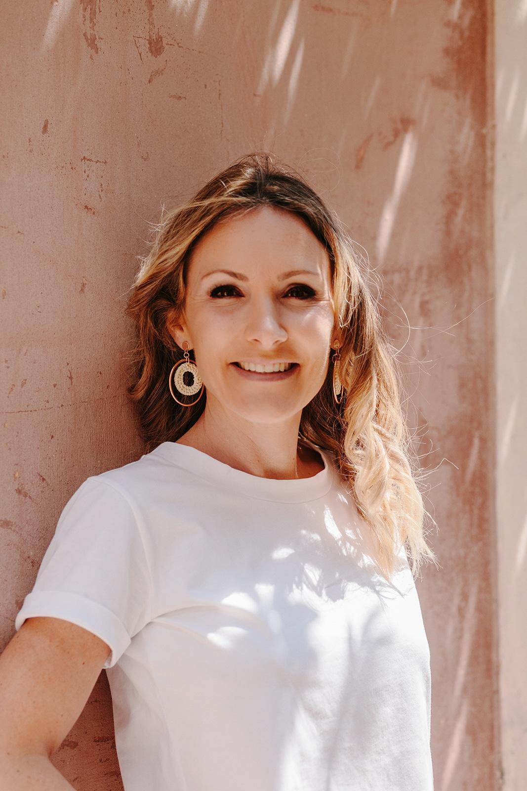 Aurelie Depeyre – creatrice de la marque – T-shirt pour la campagne Ulule – you and milk – Coloris blanc – Formilkdable – Printemps – ete – 2019 – Lancement de marque